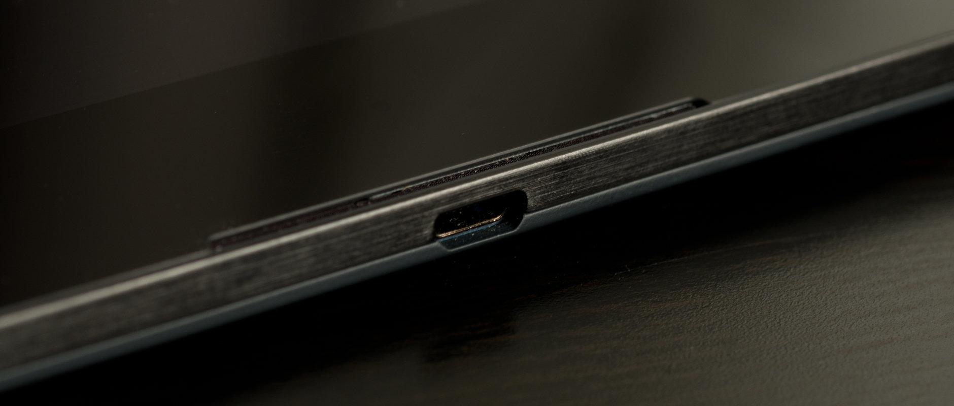 A photo of the Google Nexus 9's microUSB port.