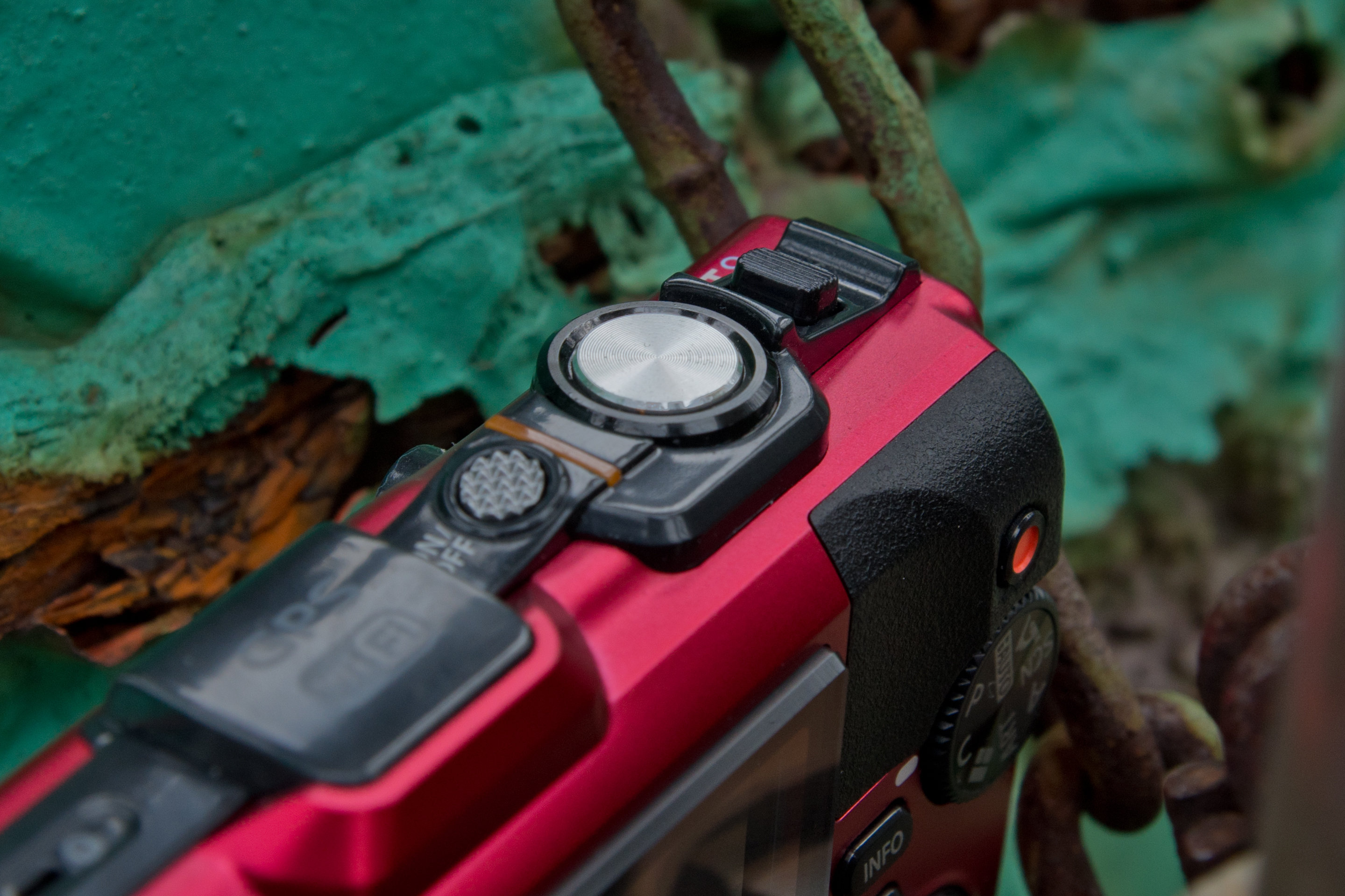 A picture of the Olympus TG-3's shutter release.