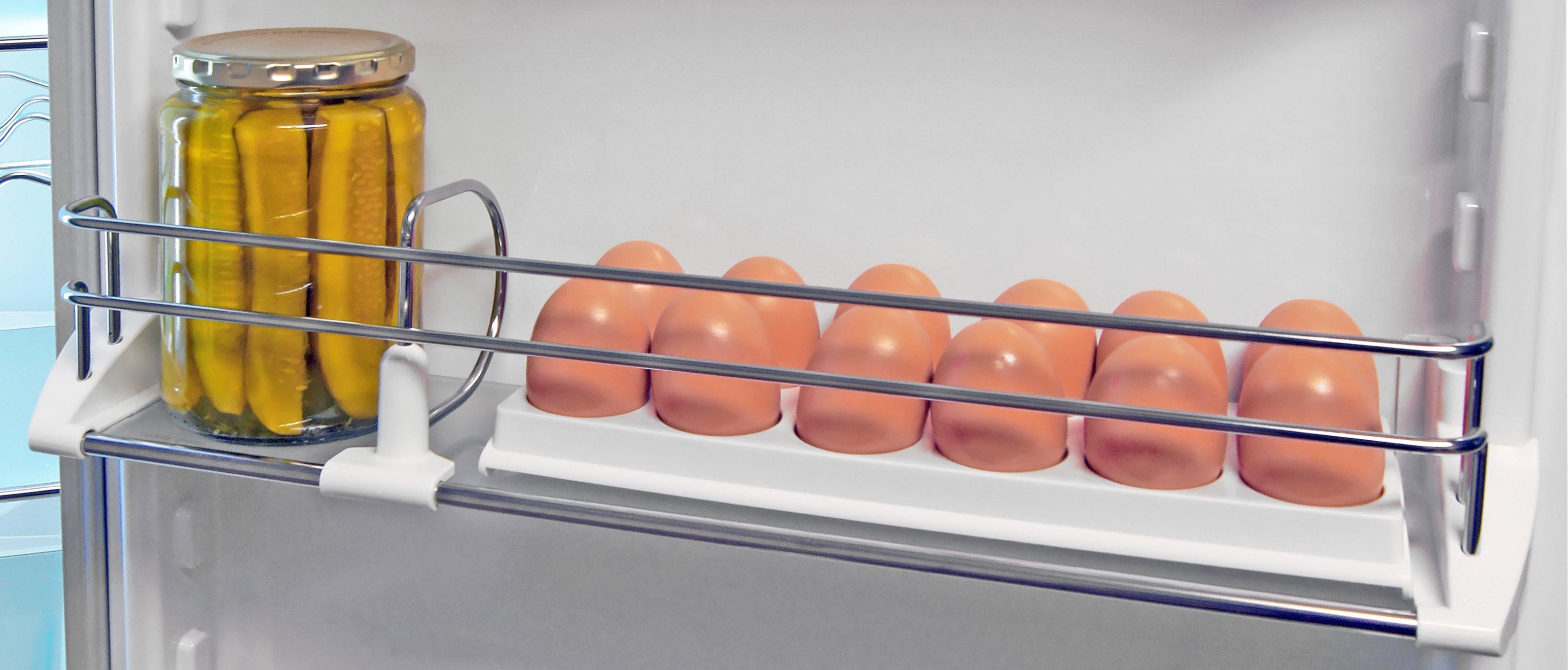 Sliding shelf dividers and an egg tray—two of the many extra perks found inside the high-end Liebherr CS1360 apartment fridge.