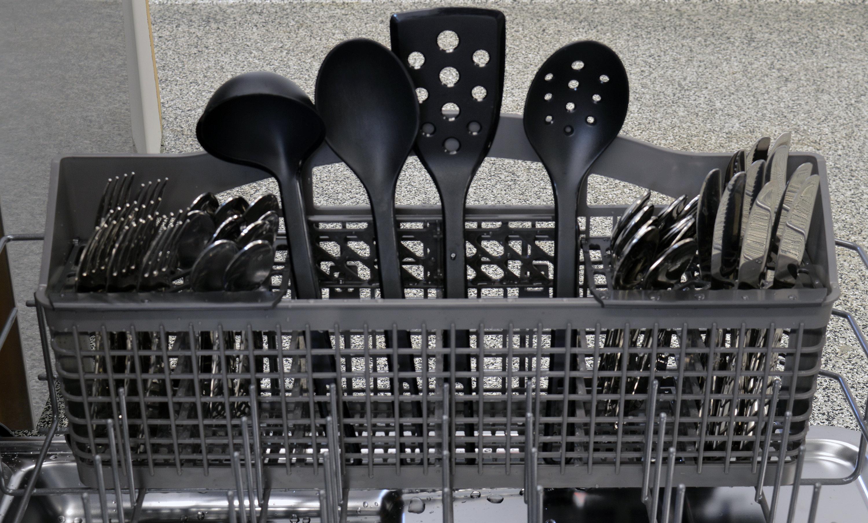 Maytag MDB4949SDM cutlery basket capacity