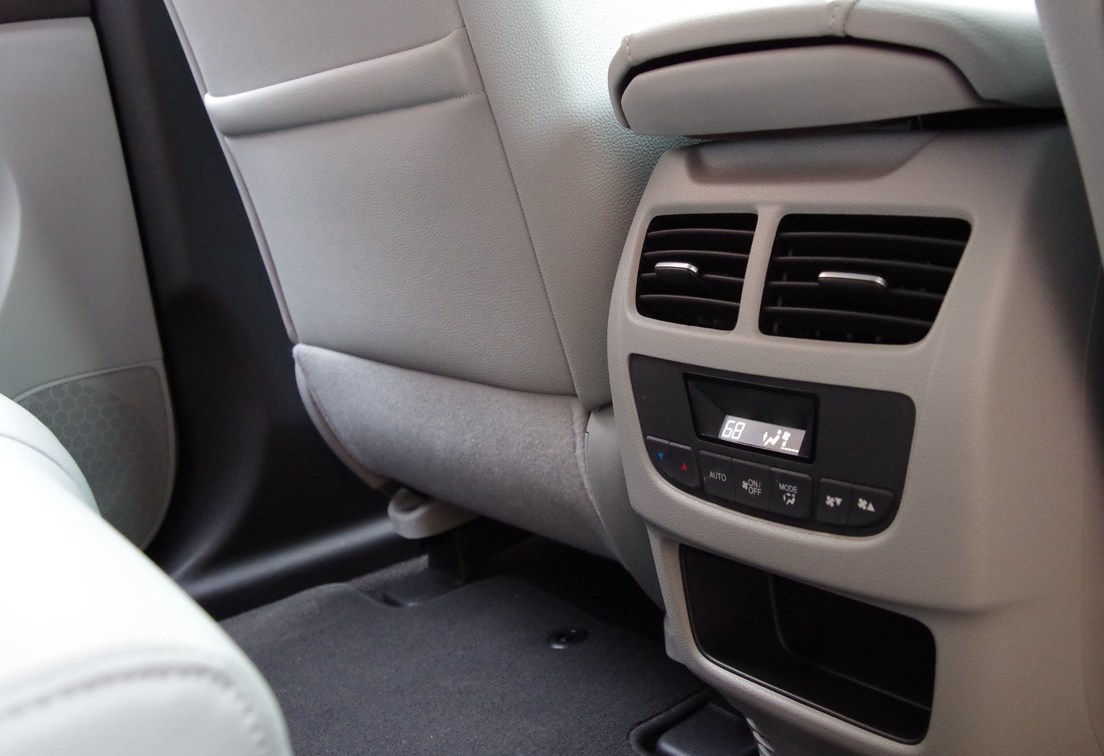 Here's the climate control for rear passengers on the 2014 Acura MDX.
