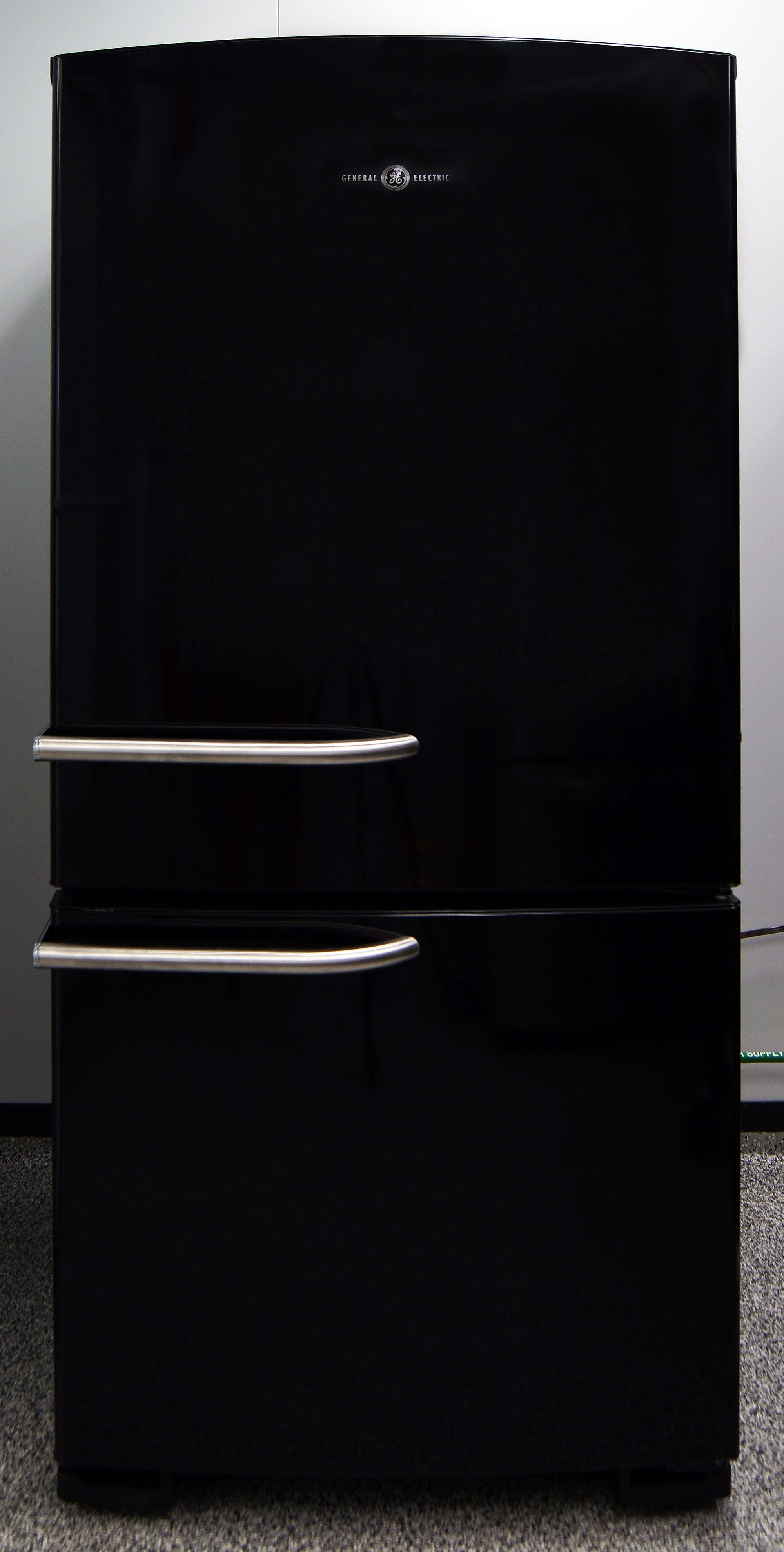 The elegant black GE Artistry ABE20EGEBS combines minimalism with subtle retro elements.