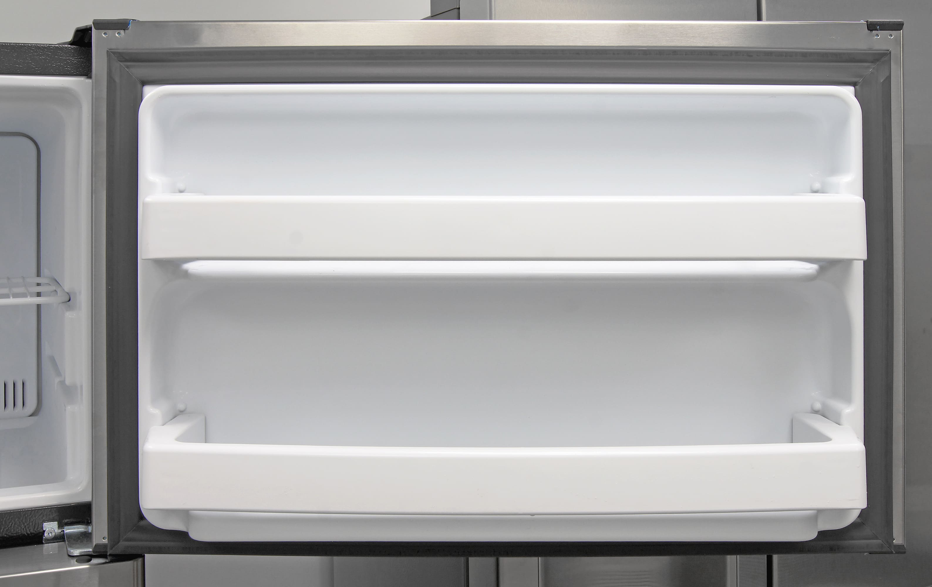 The GE GTE16GSHSS's freezer door has two fixed shelves for additional storage.