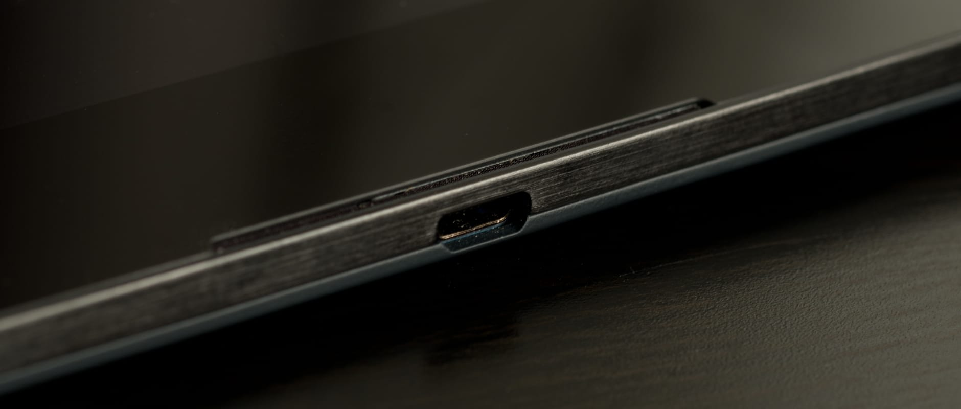 A photo of the Google Nexus 9's microUSB port.