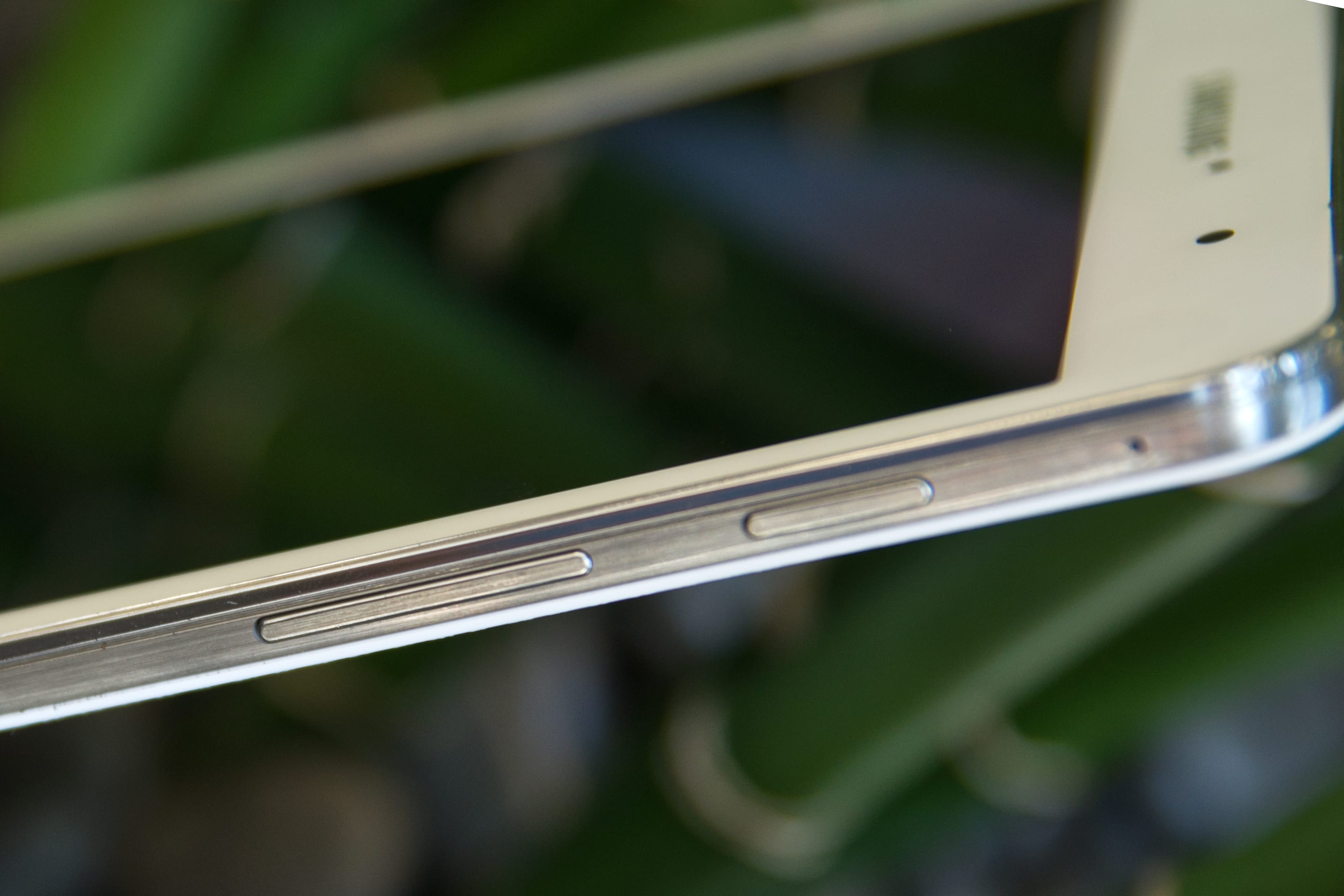 "A picture of the Samsung Galaxy Tab Pro 8.4"" tablet's buttons."