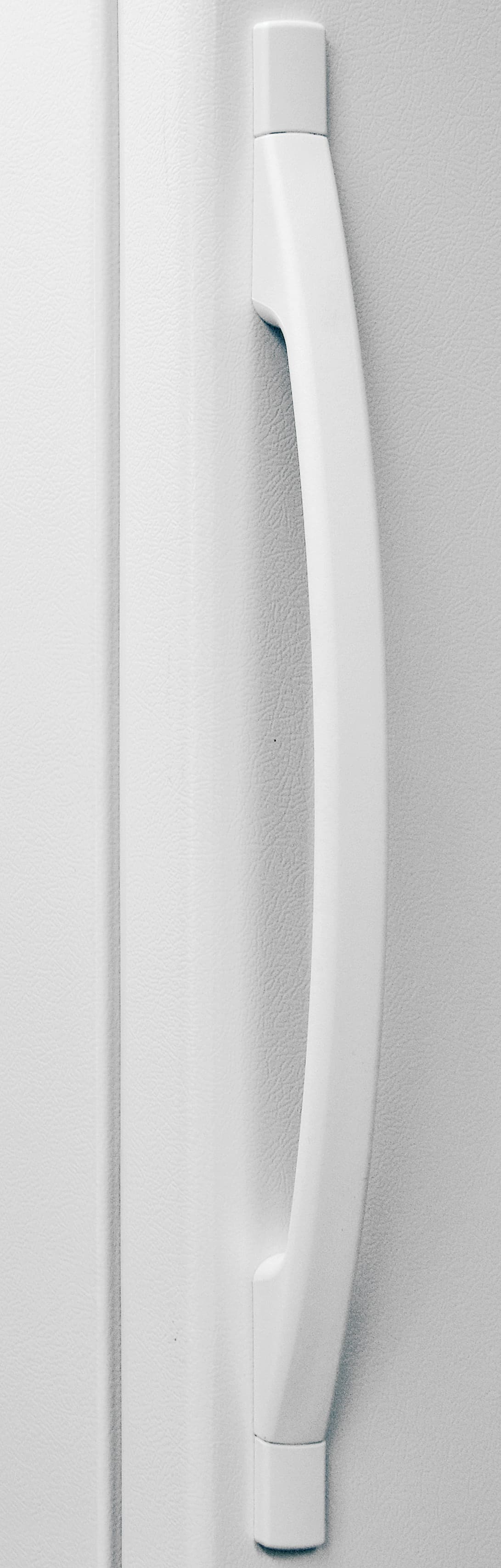 You'll notice the absence of a door lock near the handle of the Whirlpool EV160NZTQ.