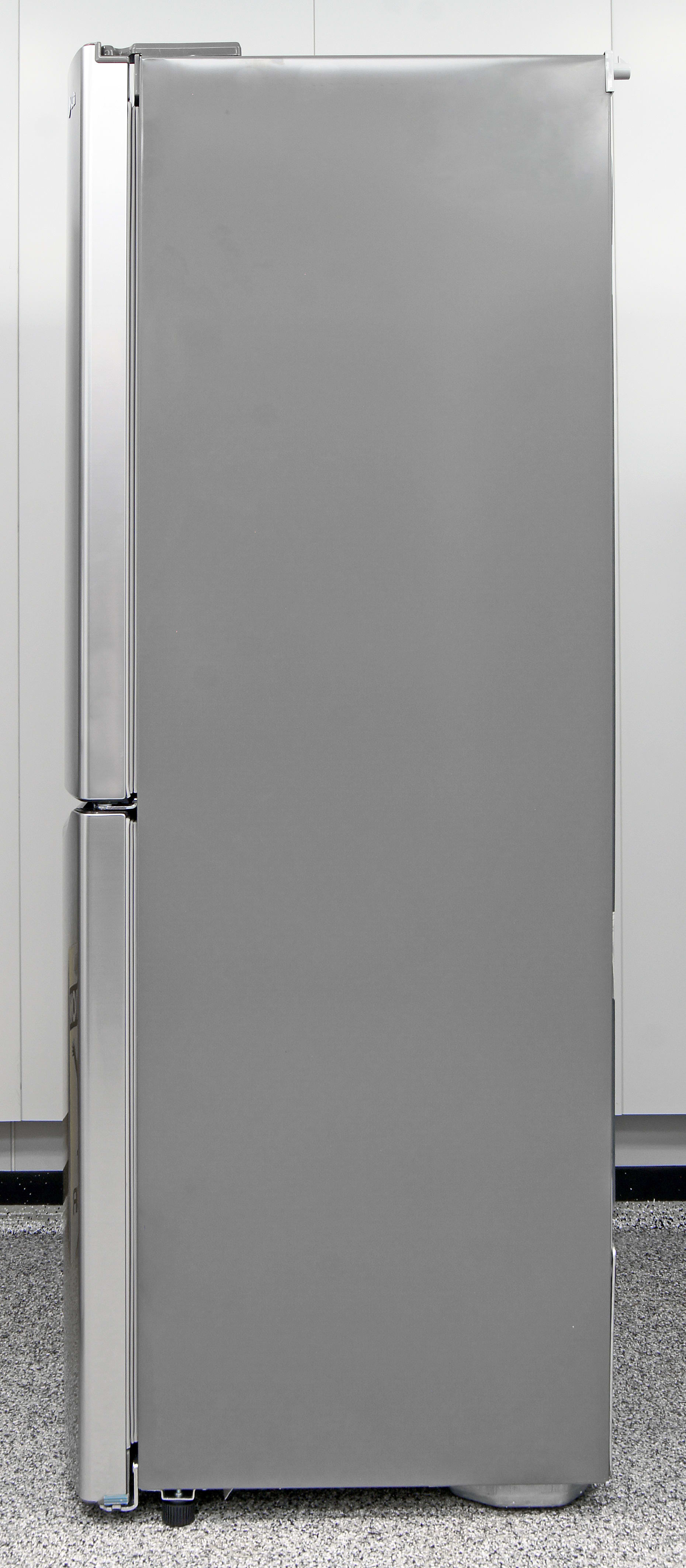The LG LBN10551PV's mooth gray sides complement the stainless front.