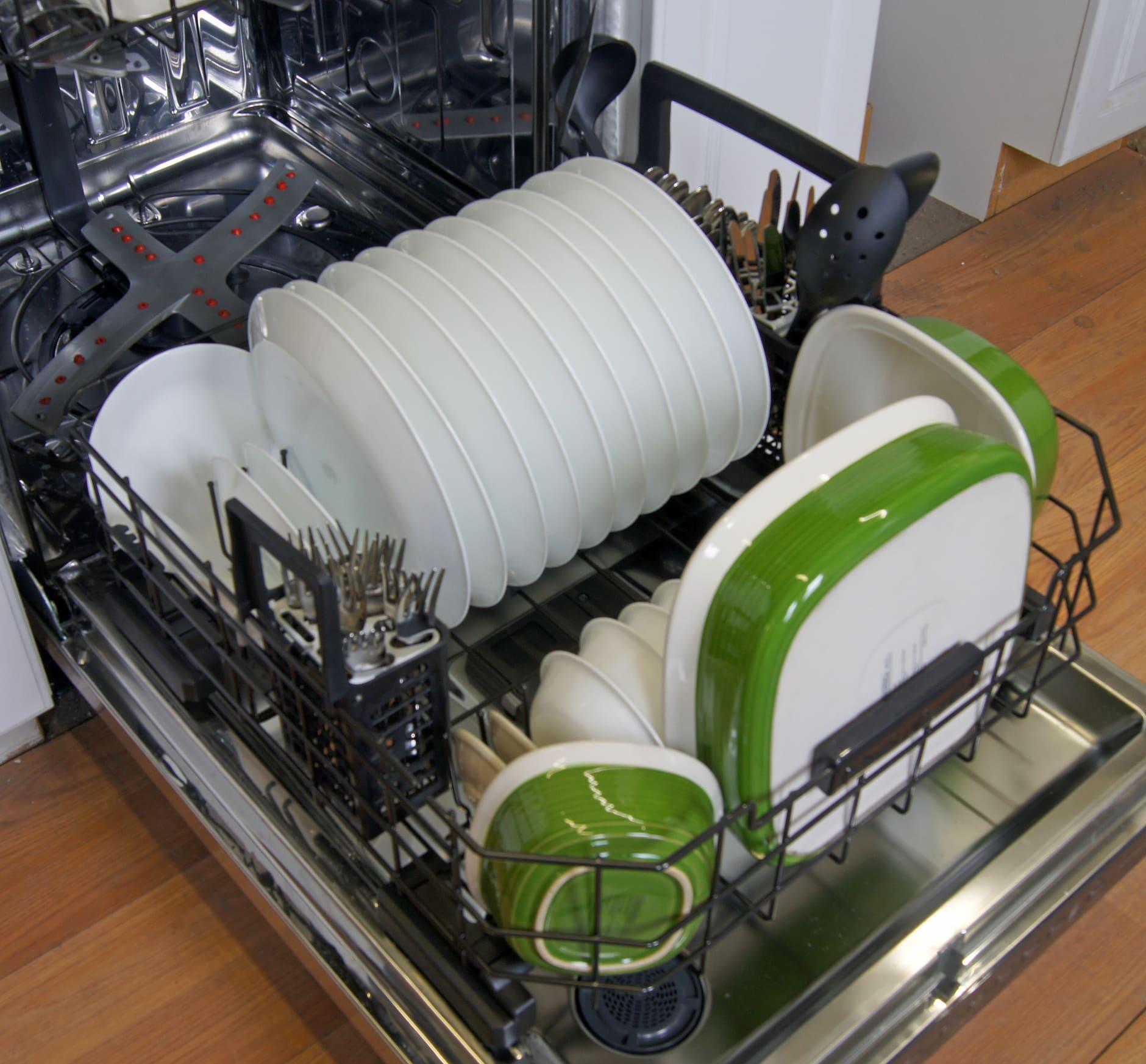 GE Cafe CDT725SSFSS bottom rack loaded