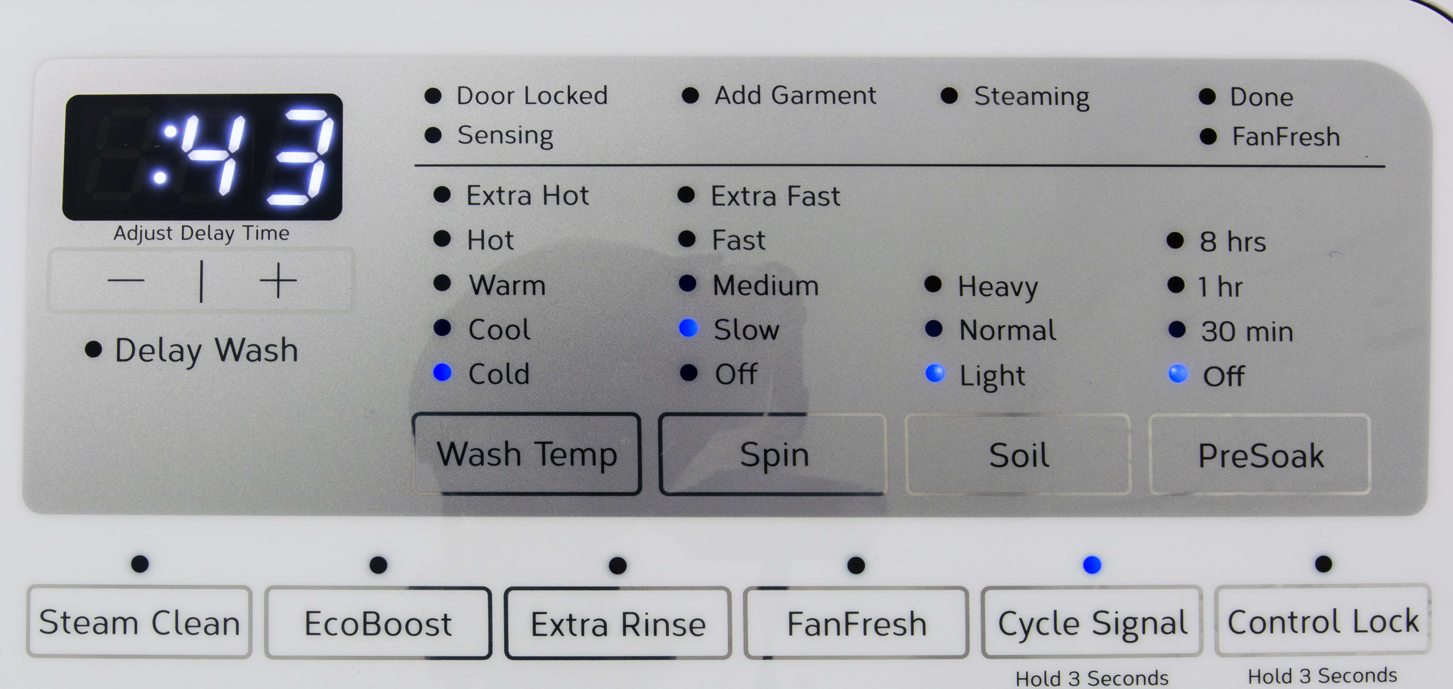FanFresh is probably the best extra that WFW90 comes with. When activated, it can keep laundry fresh for 12 hours.