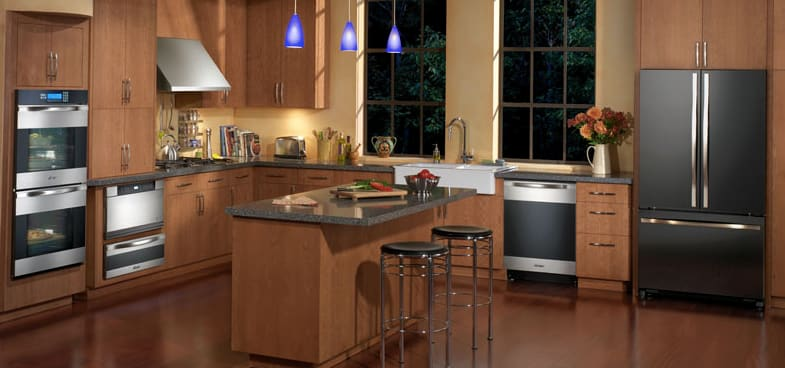This kitchen's designer opted for the Dacor Discovery series, featuring a 30-inch double oven with horizontal stainless panels.