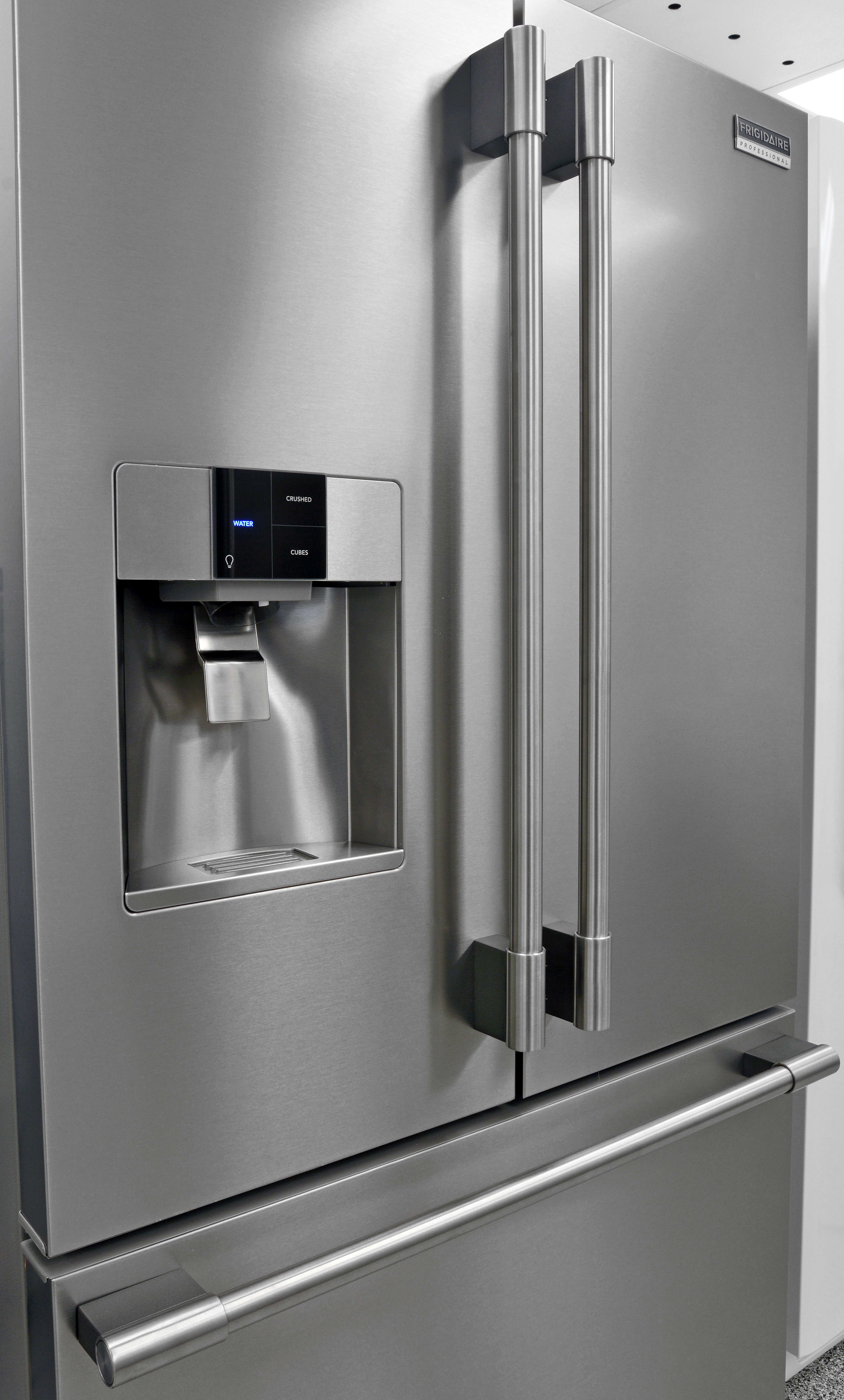 Smooth, tube-like handles give the Frigidaire Professional FPBC2277RF a sturdy yet graceful appearance.