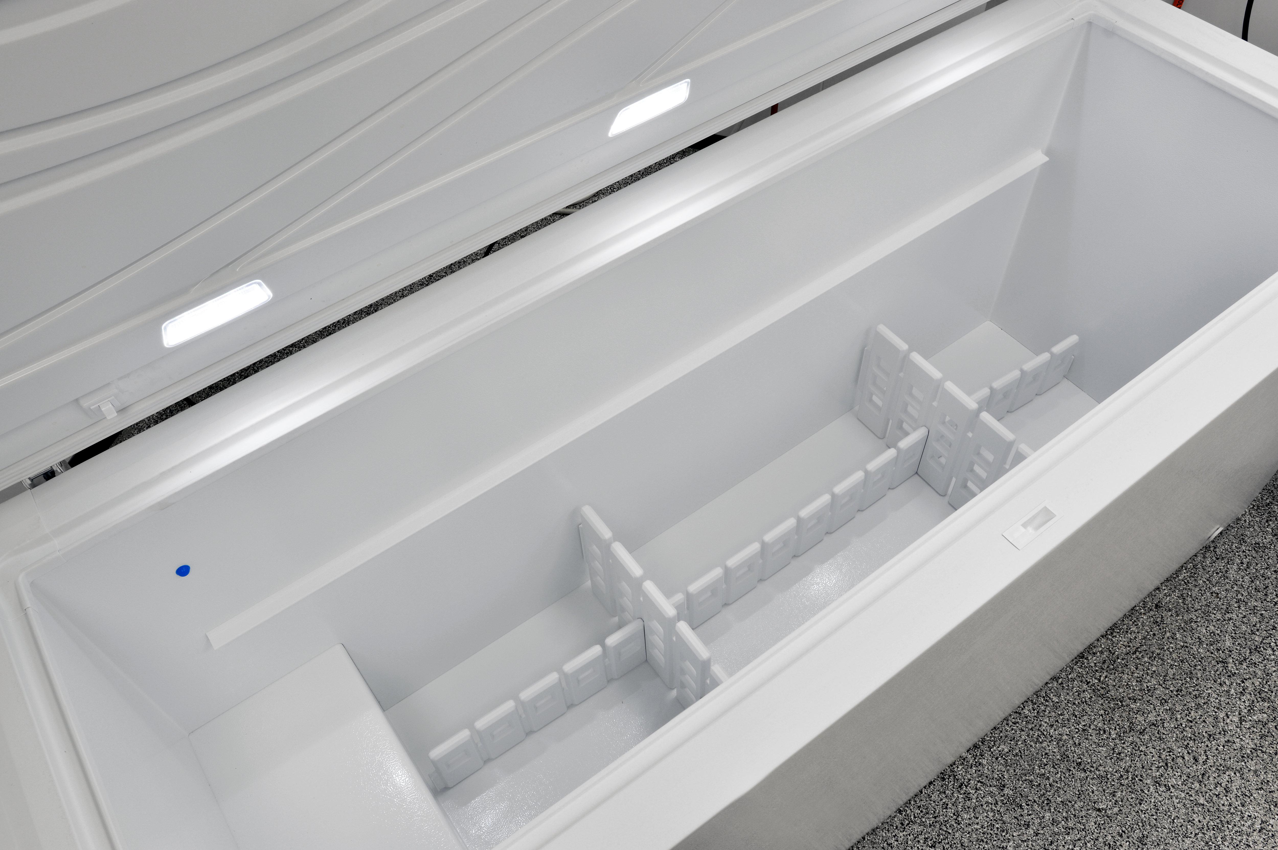 The Kenmore Elite 17202's adjustable dividers help organize your food storage.