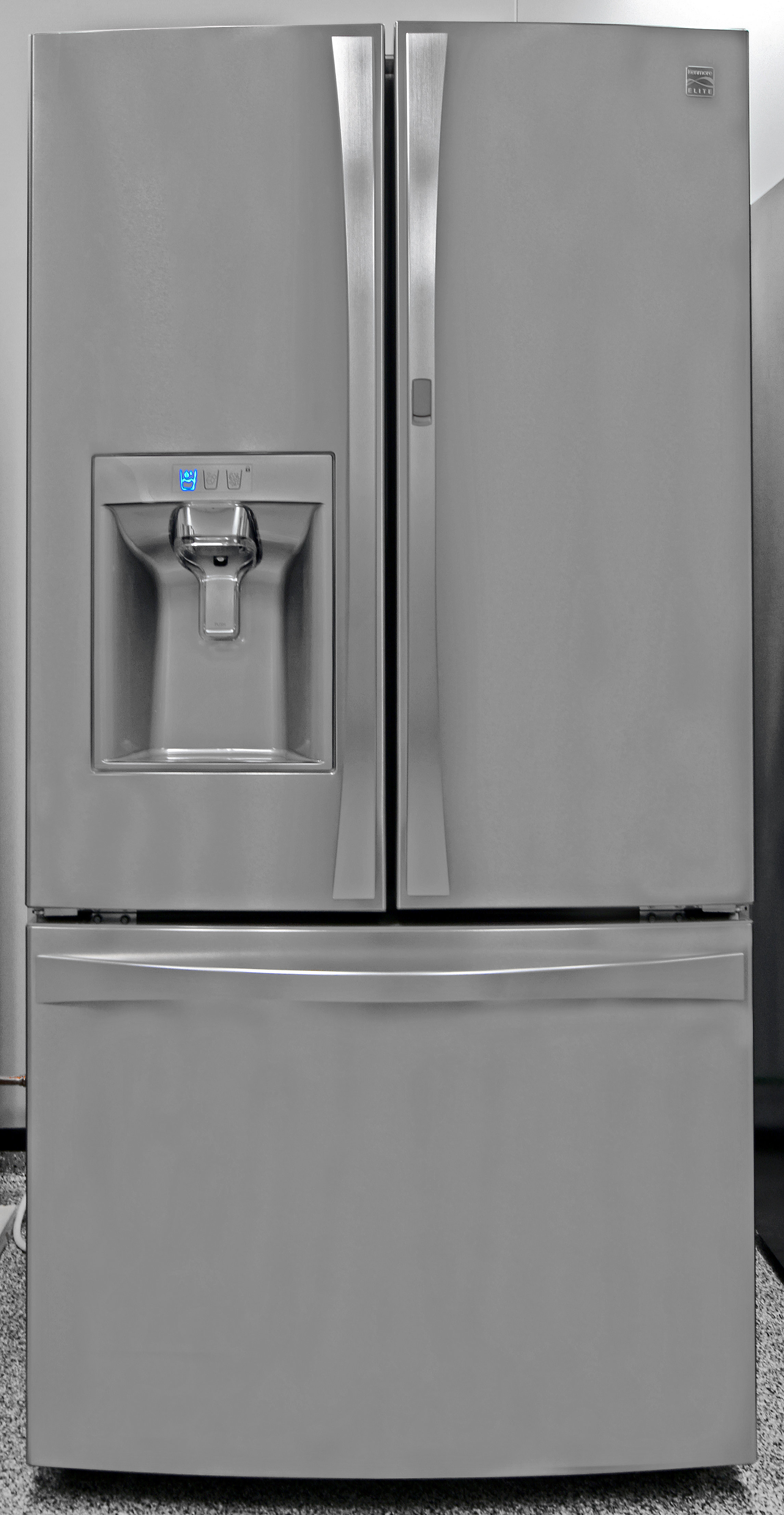 The sizable Kenmore Elite 74033 will look sleek in any upscale kitchen.