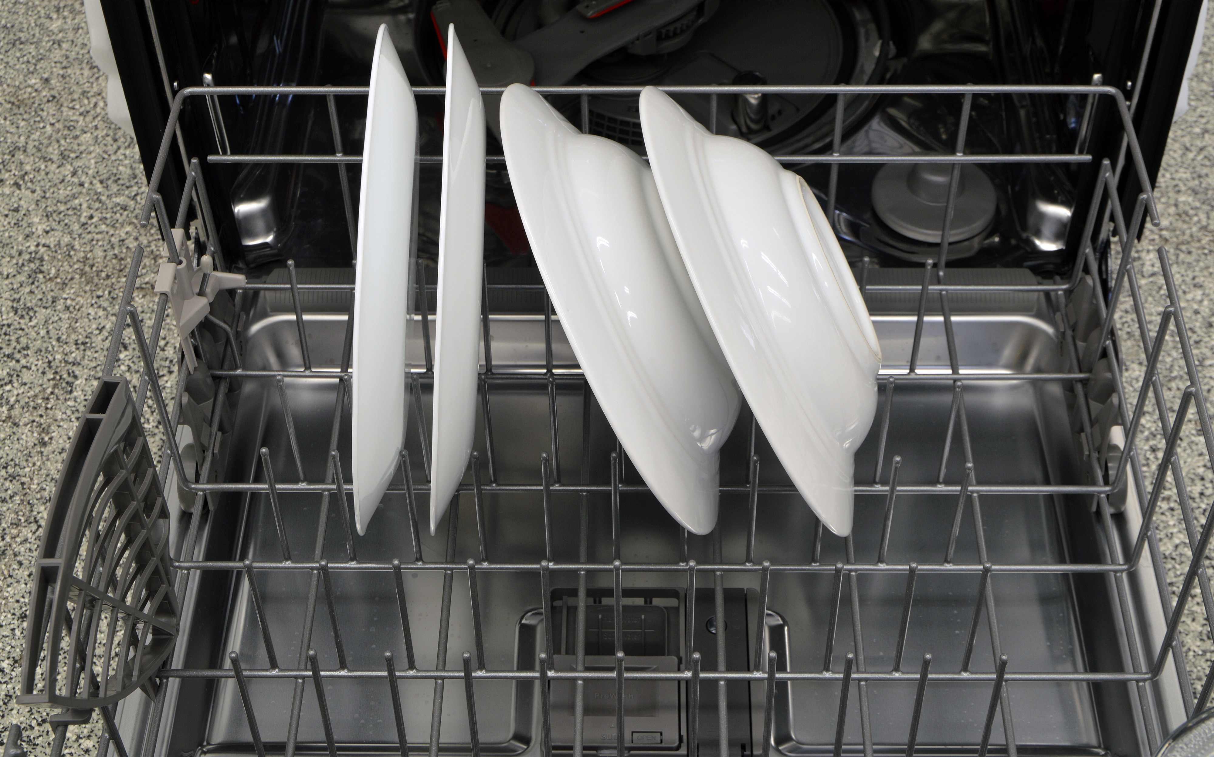 Thick and thin plates resting in the bottom rack