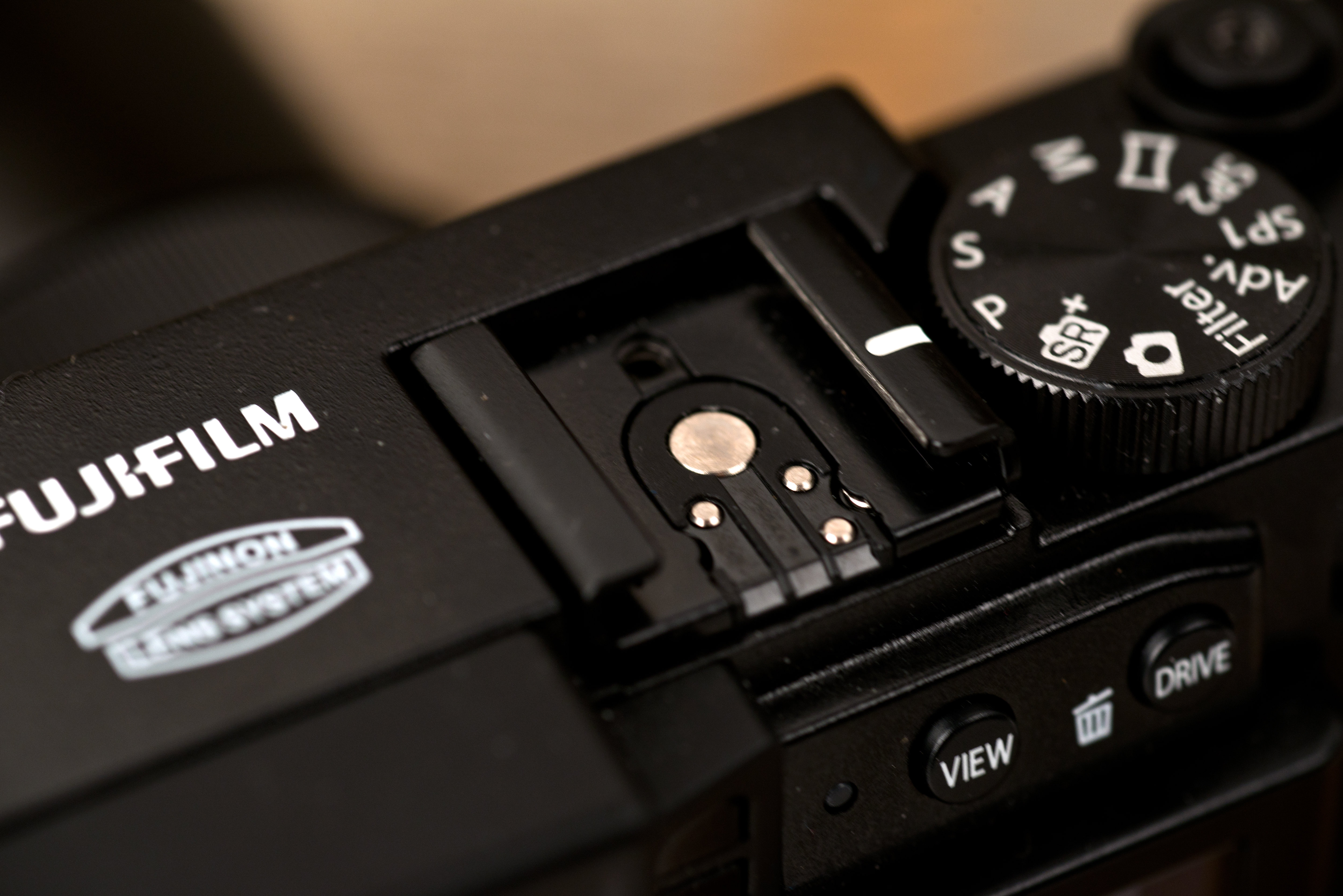 A photo of the Fujifilm X30's hot shoe.