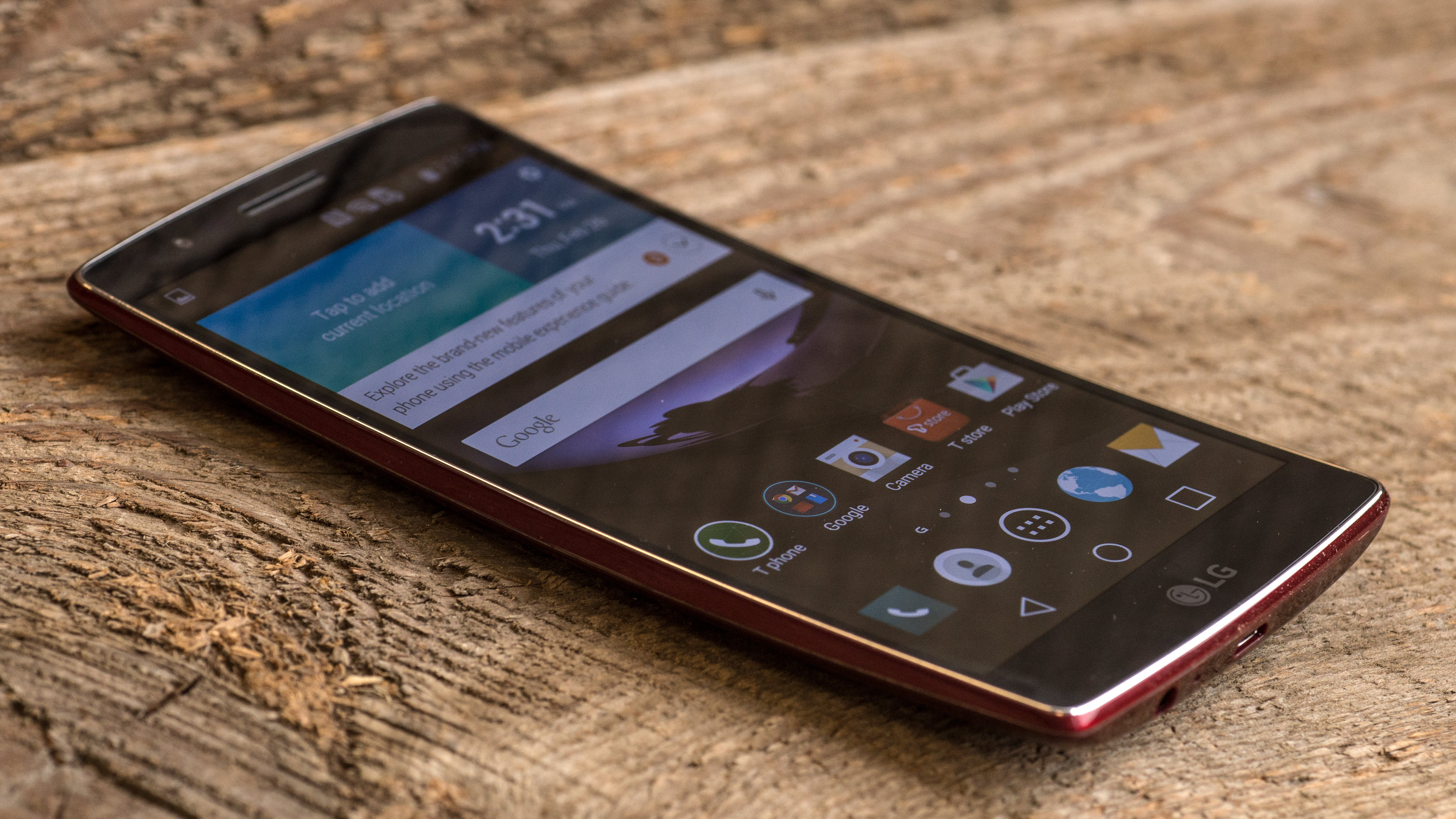 A photograph of the LG G Flex 2's curved chassis from the front.