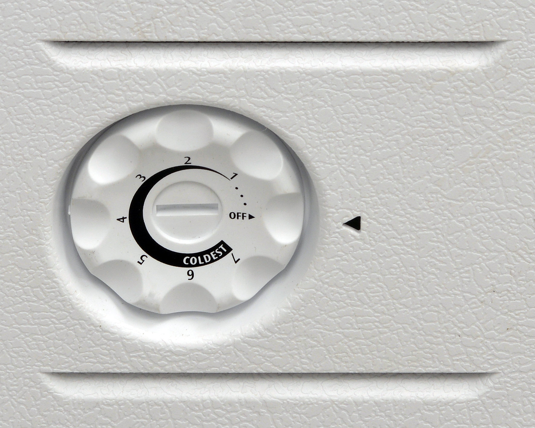 The Frigidaire FFFC09M1QW's  manufacturer recommends the 4 setting, but we suggest you make it a little cooler.
