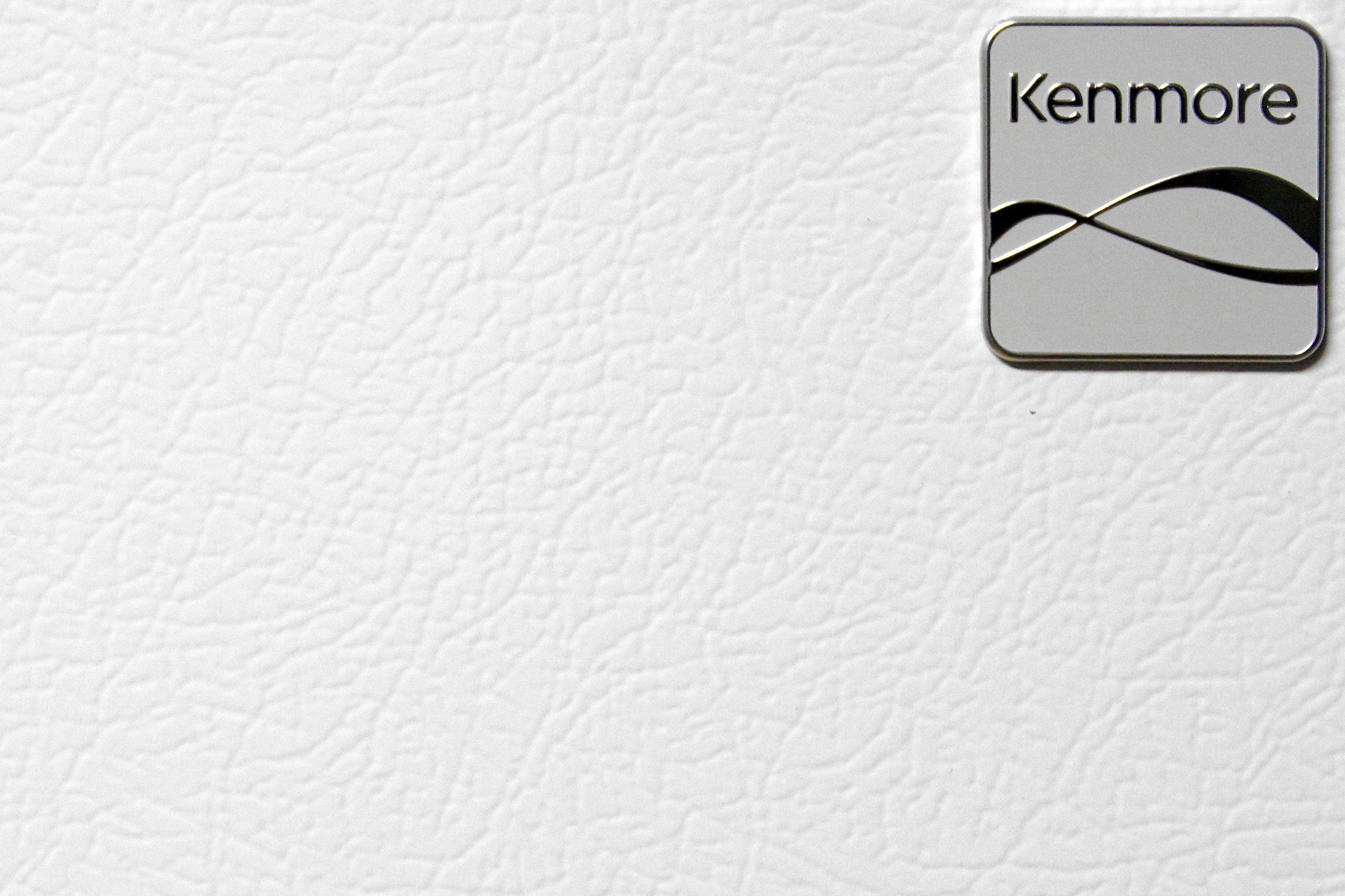The Kenmore 72152's white matte finish may not glisten, but it does resist fingerprint smudging.