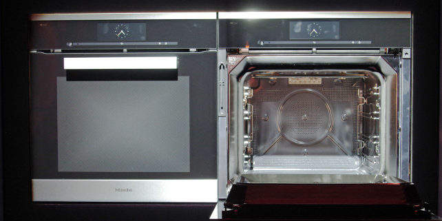 The new miele dialog oven cooks by 39listening39 to your for Miele autoopen