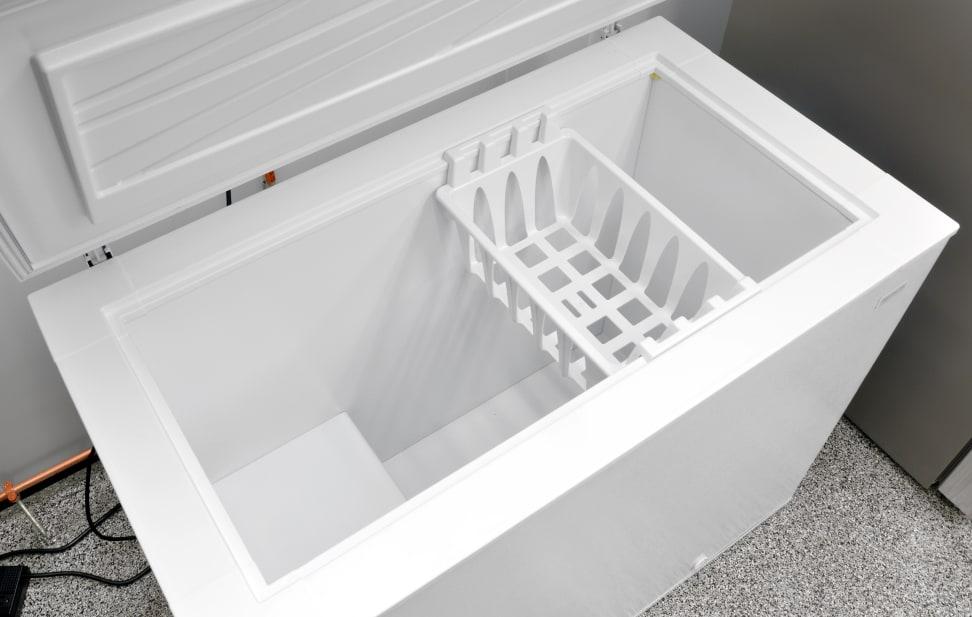 Frigidaire FFFC09M1QW Interior
