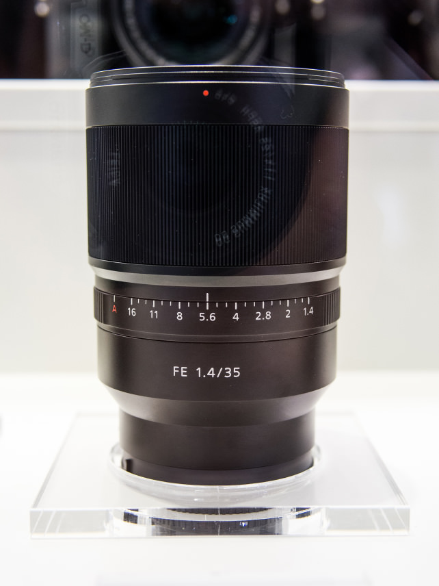Zeiss Distagon T* 35mm f/1.4 ZA –Side View