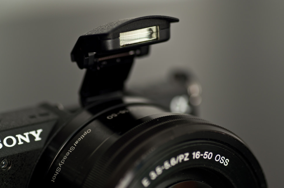 Sony-a5100-review-design-flash.jpg