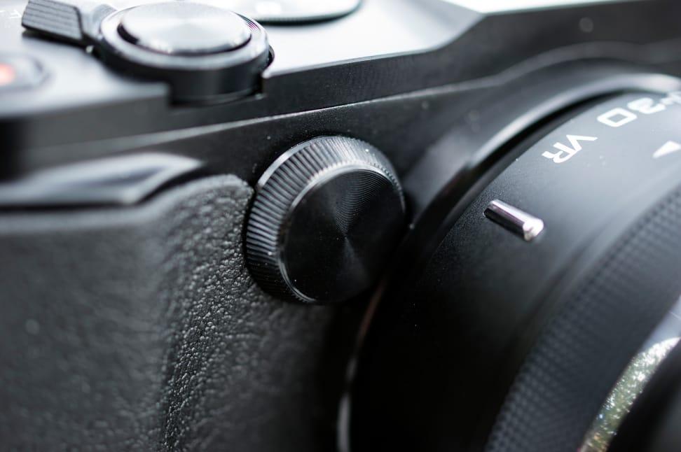 Nikon-V3-Review-Design-Front-Dial.jpg