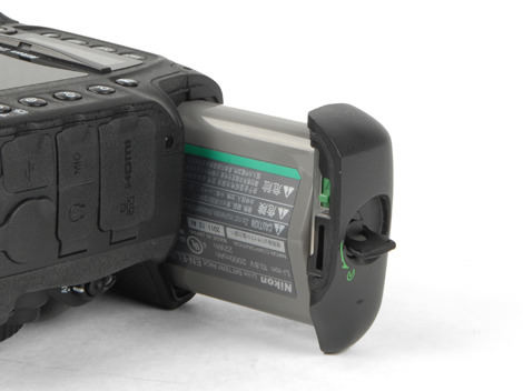 NIKON-D4-REVIEW-BATTERY.jpg