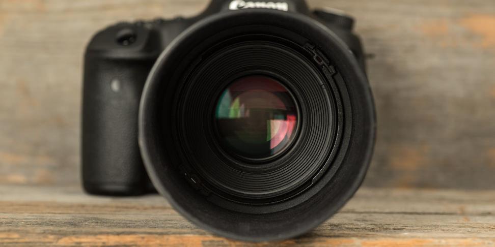 canon-100mm-f2p8-macro-review-design-camera-front.jpg