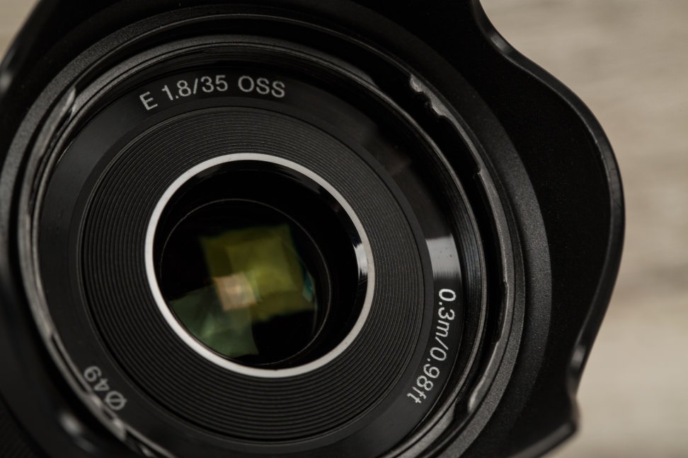 sony-35mm-f1p8-review-design-labels.jpg
