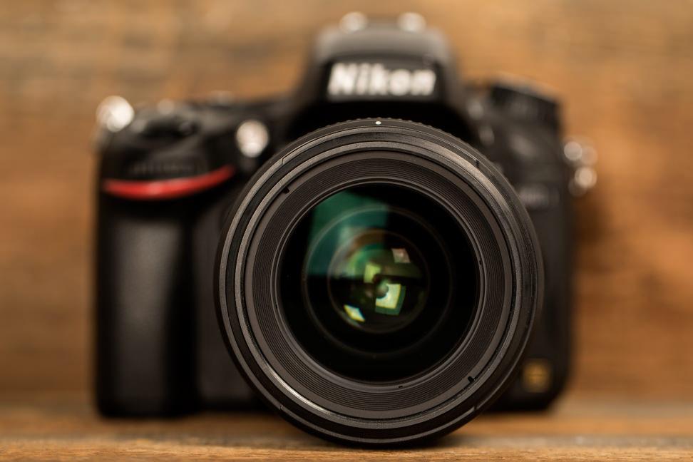 nikon-35mm-f1p4-review-design-front.jpg