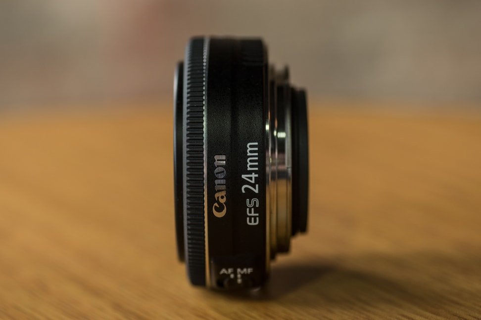canon-24mm-pancake-design-side.jpg