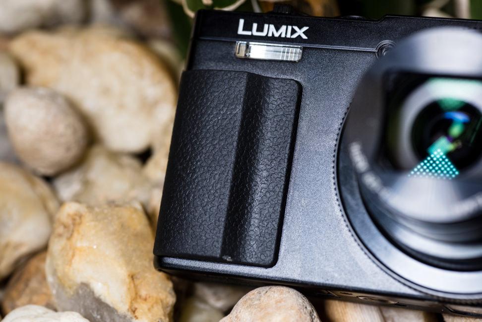 Panasonic-Lumix-ZS50-Review-Design-Grip.jpg