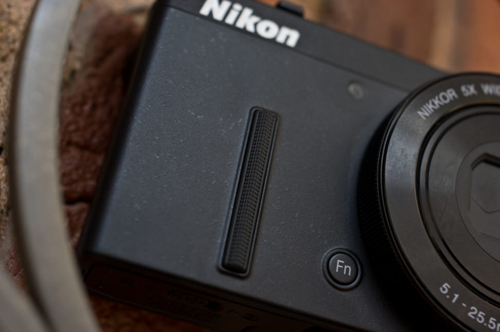 Nikon-coolpix-p340-review-design-grip.jpg