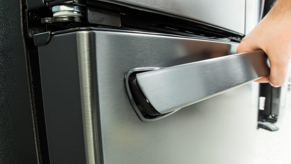 LG-LFXS28566M-freezer-handle