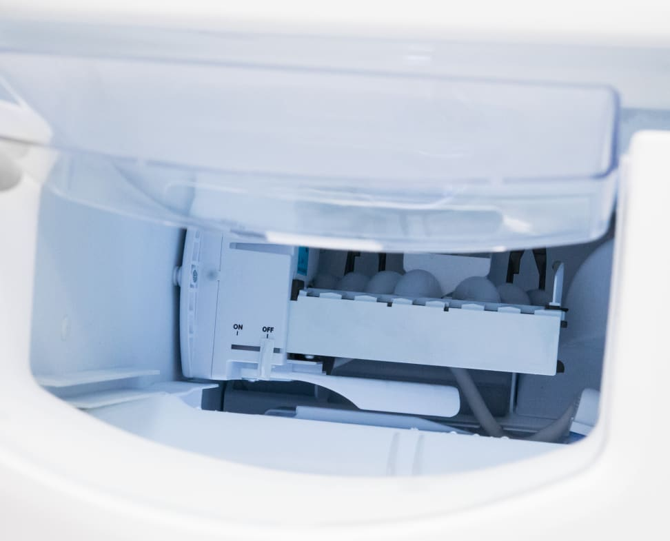 GE-GSE25HMHES_ice-maker