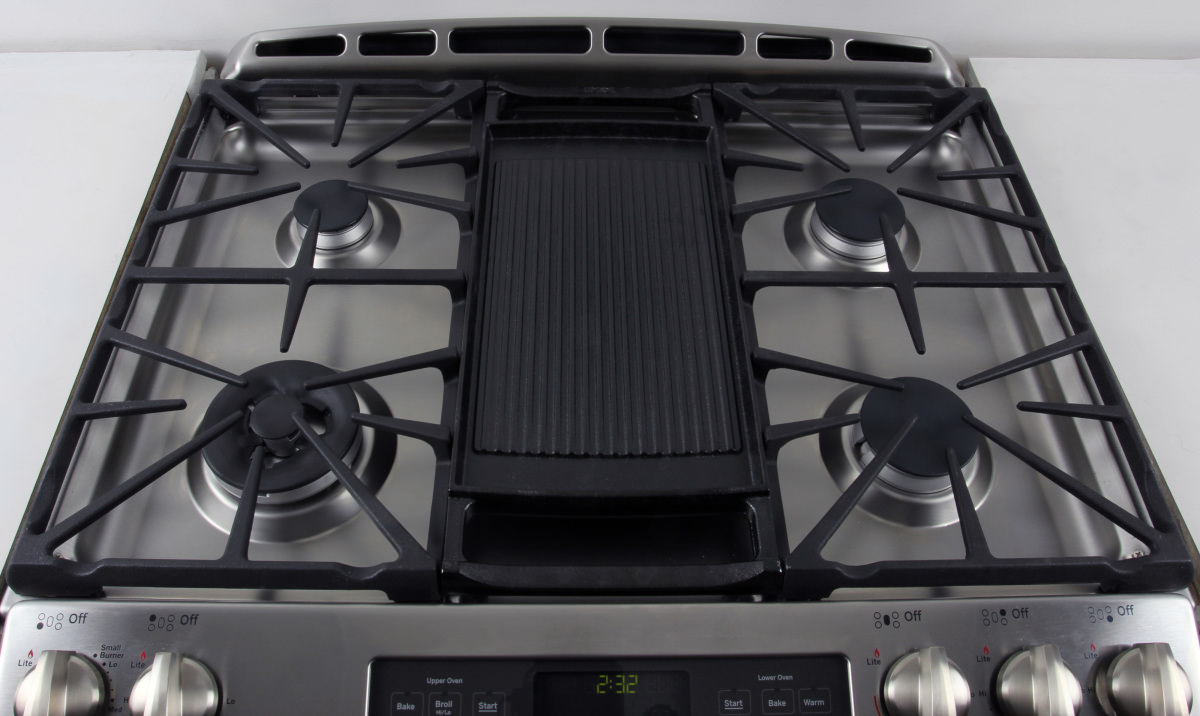 the rangetop comes with a removable reversible cast iron griddle that fits over the center ge pgs950sefss lower oven