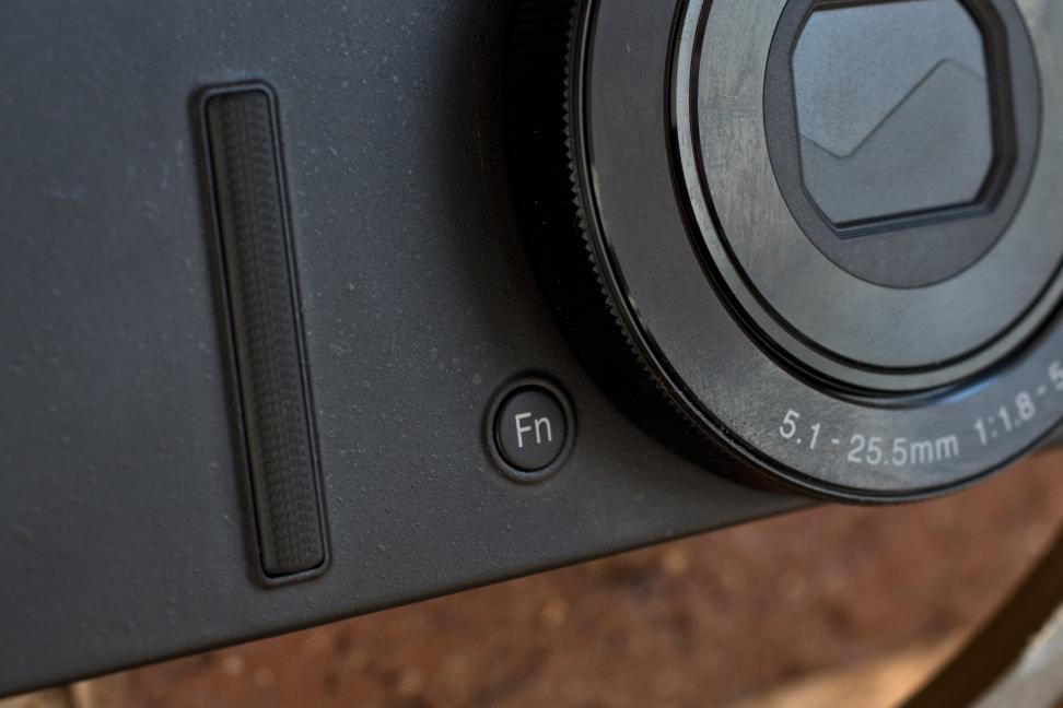Nikon-coolpix-p340-review-design-function.jpg