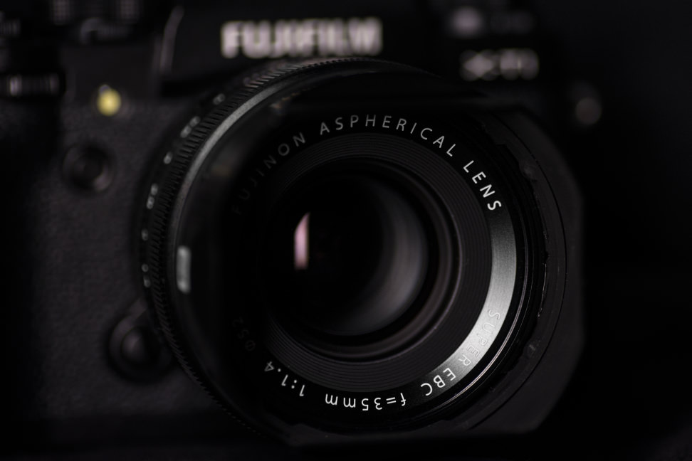 fuji-35mm-f1p4-review-design-camera-front.jpg