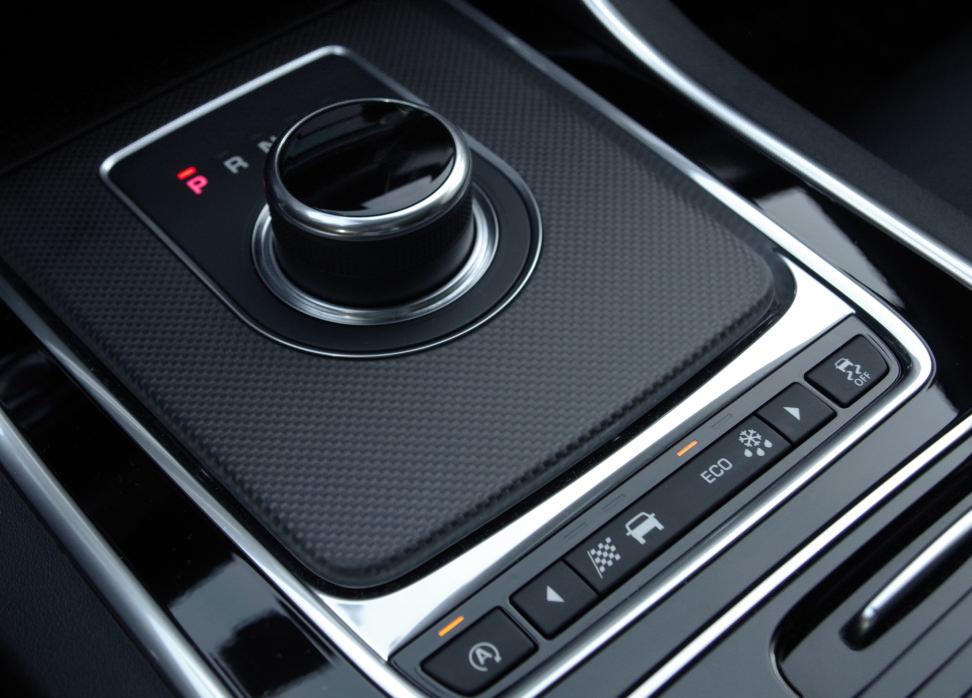 2017 Jaguar XF Diesel dynamic control