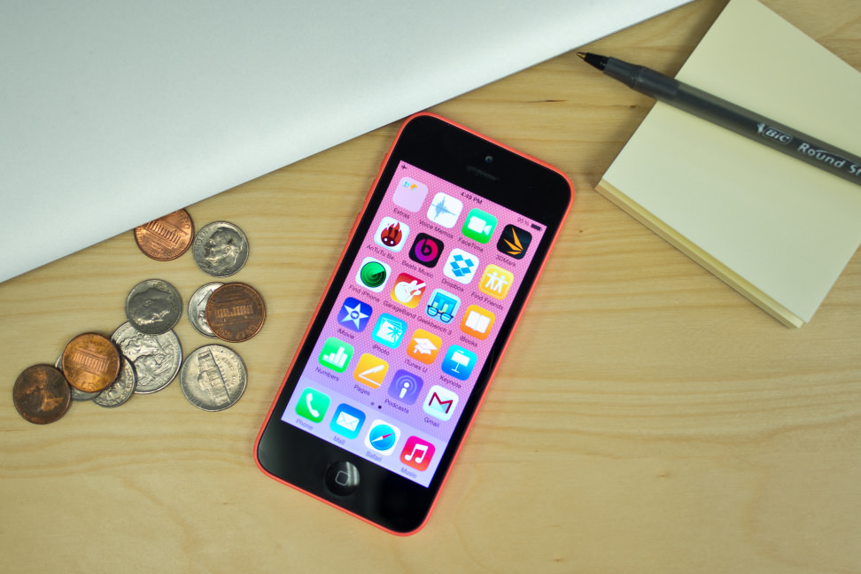 Apple-iPhone-5c-review-design-desk.jpg