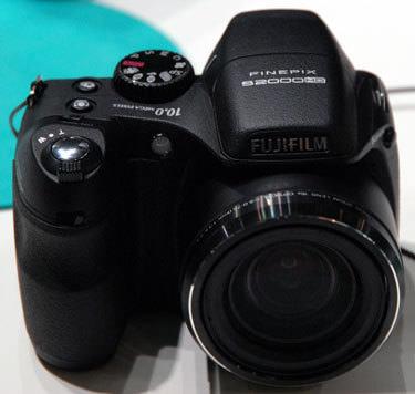 Fujifilm-finepix-s2000hd-front-375.jpg