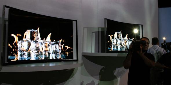 SamsungOled_bustlingFloor.jpg