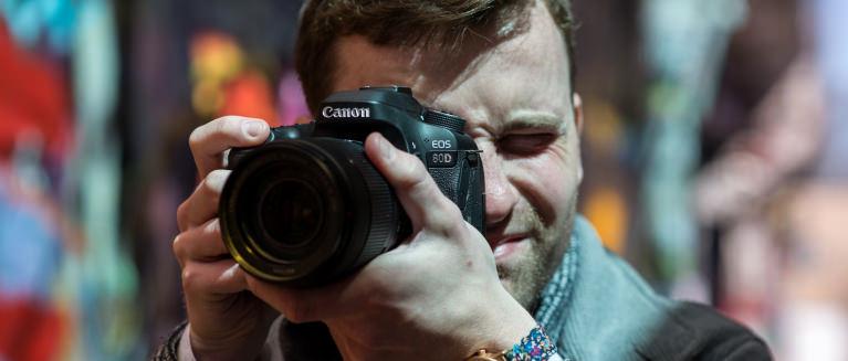 Canon eos 80d review design hero