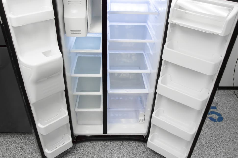 Samsung-RS25J500DSG-fridge-interior