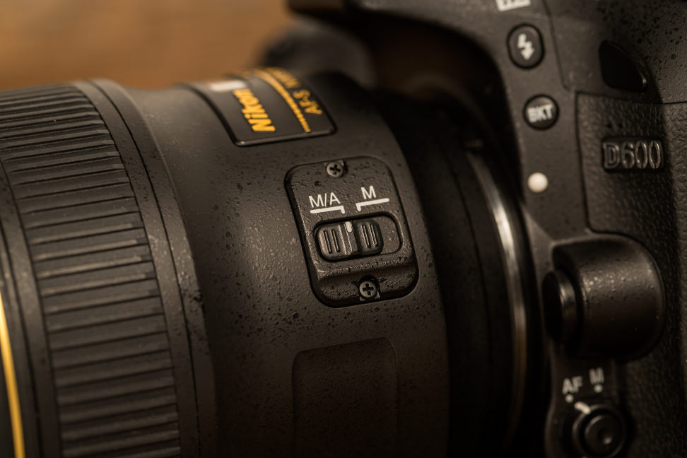 nikon-35mm-f1p4-review-design-focus-switch.jpg