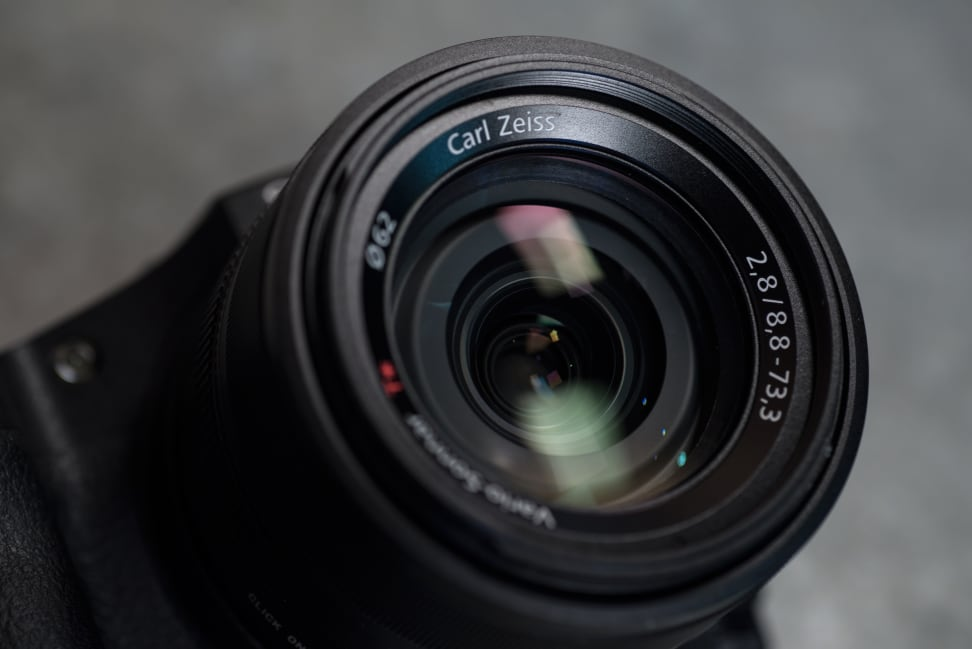 Sony Cyber-Shot RX10 II Design Lens