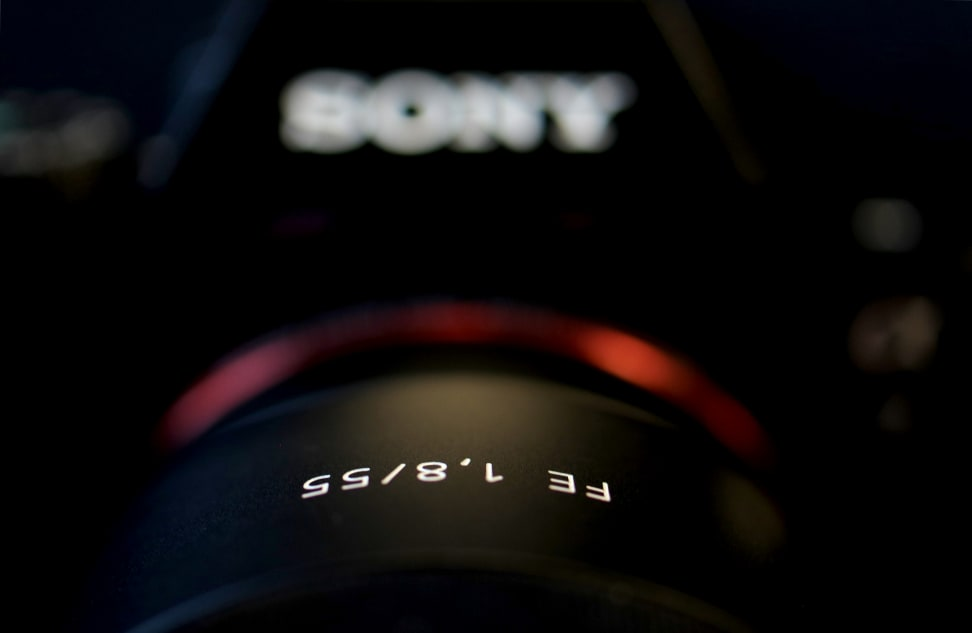 SONY-A7R-REVIEW-DESIGN-55MMLOGO.jpg